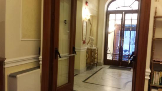 โรงแรมแอสโทเรีย การ์เด้น: Foyer