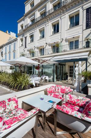 HOTEL LE CANBERRA : Terrace and Garden
