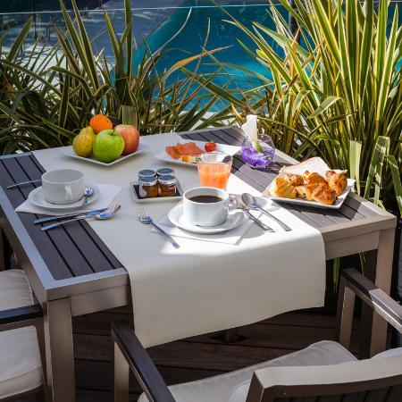 Hotel Le Canberra: Breakfast on the terrace