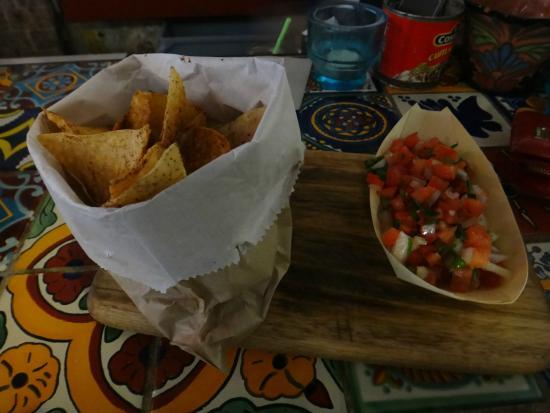 Chica Bonita Manly: Nacho chips and salsa