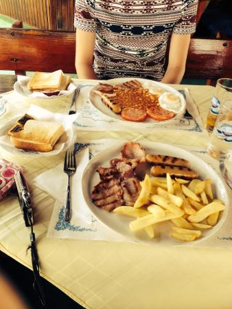 Hotel Klisura: Breakfast at One for the Road!