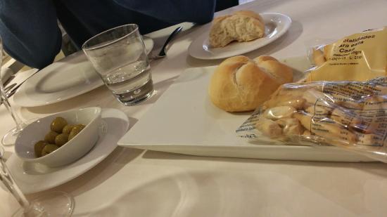 La Albufera Restaurante: Pane e grissini sempre presenti sulle tavole sivigliane