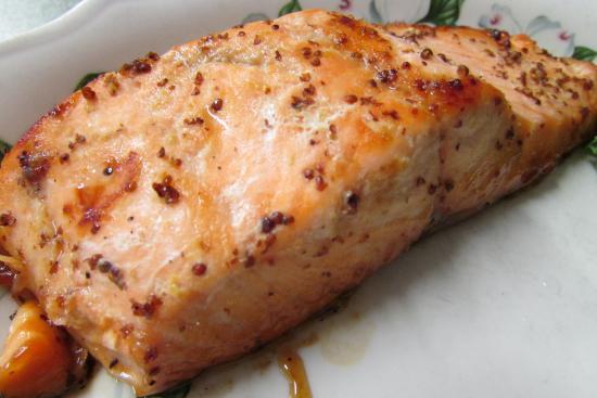 Baker's Restaurant: Honey Glazed Salmon