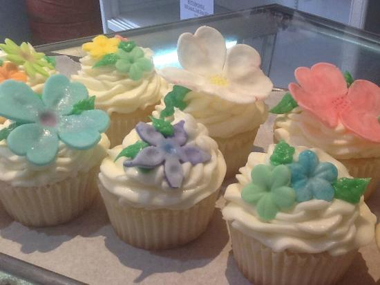 McIntosh, MN: Spring Flower Cupcakes