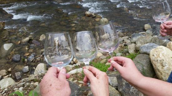 Grandfather Vineyard & Winery: Glasses by the river