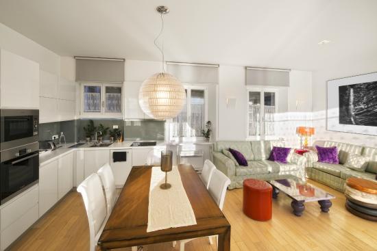 Riva Luxury Suites: Luxury Apartment Dining/Kitchen