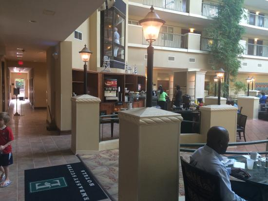Embassy Suites by Hilton Destin - Miramar Beach: Breakfast