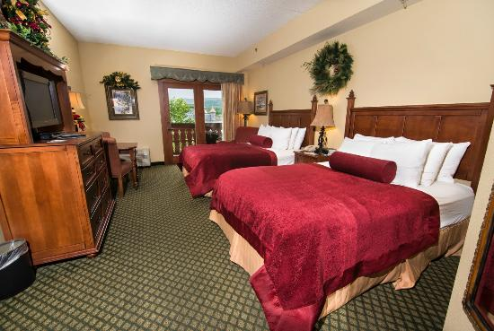 The Inn at Christmas Place: Deluxe Two Queen Room