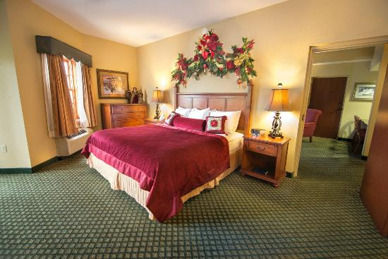 the inn at christmas place 2 room themed suite bedroom