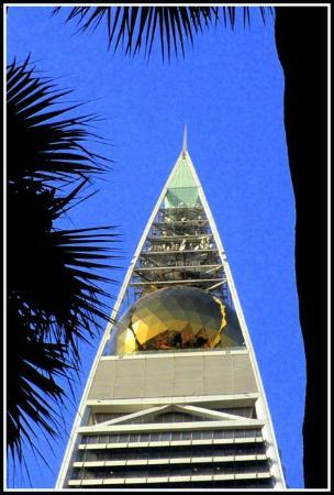 Al Faisaliah Center : Golden ball