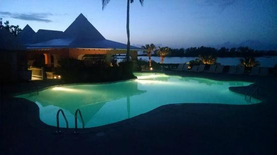 Hamilton Parish, เบอร์มิวดา: Pool area at Dusk