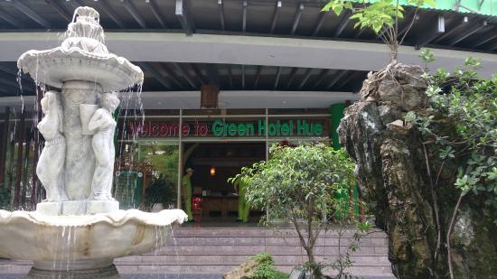 Green Hotel Hue: The entrance of Green Hotel