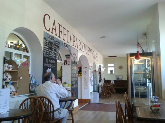 Park View Cafe: Spacious cafe with plenty of seating