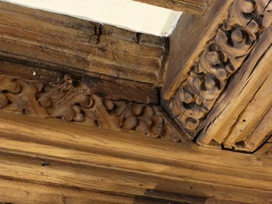 The Bull: Beautifully carved, ancient lounge ceiling