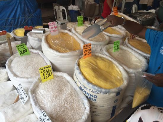 Mercado Ver-o-Peso: Incrível a variedade de farinhas ! É como vende!!!!