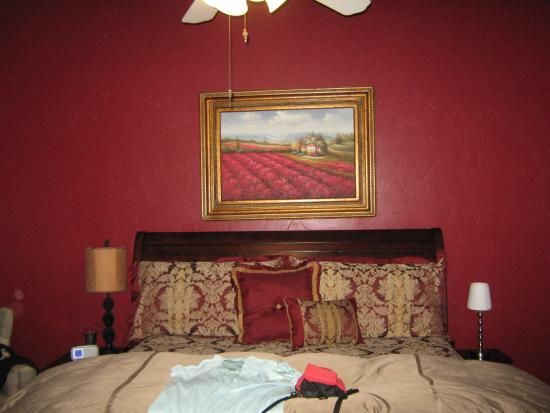Arnold Black Bear Inn: That Tempurpedic top that most find so wonderful. Give your short partner a boost up, though.