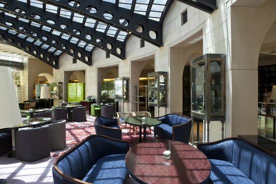 David Citadel Hotel: Dining