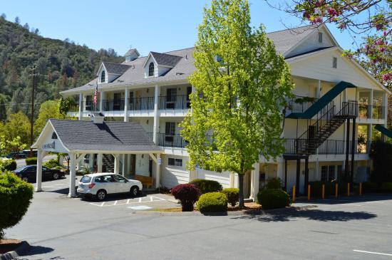 Tenaya lodge at yosemite fish camp ca 2018 hotel review for Fish camp ca hotels