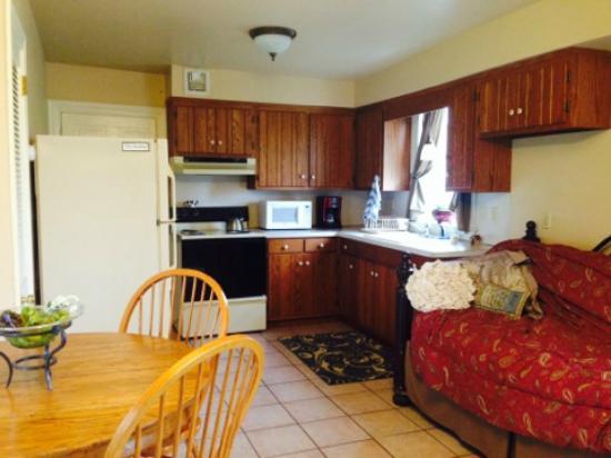 Old Summer House: kitchen