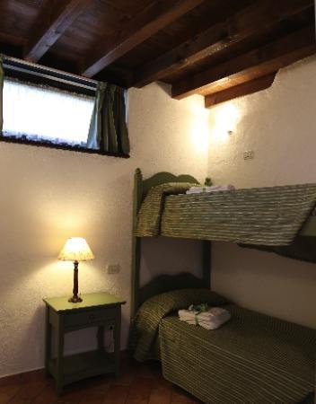 camera letto a castello - Picture of Antica Cascina Liano, Gargnano ...