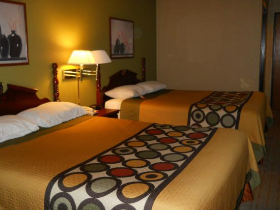 Super 8 Rochelle: Extremely Comfortable Beds