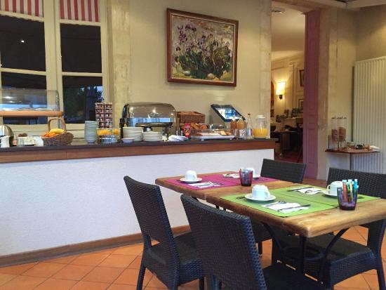 Le Vert Galant : Buffet de petit déjeuner très copieux et bien servi.