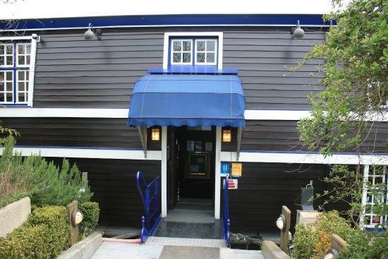 De Barge Hotel: Hotel entrance