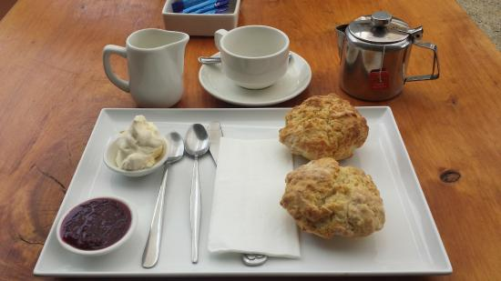 Hothouse Cafe: Tea and scones
