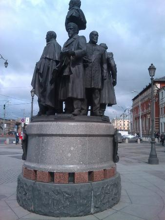 ‪Monument Founders of the Russian Railways‬