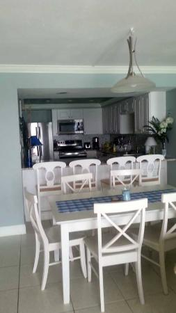 The Beach House Condominiums: Dining/Kitchen