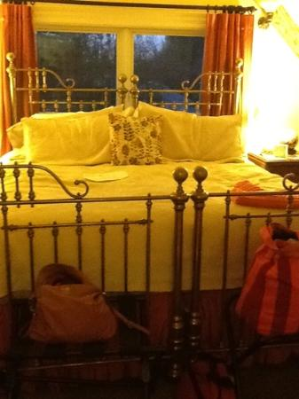 monet room.. very comfy bed with soft sheets