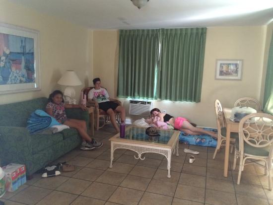 Gulf Beach Inn: Living room