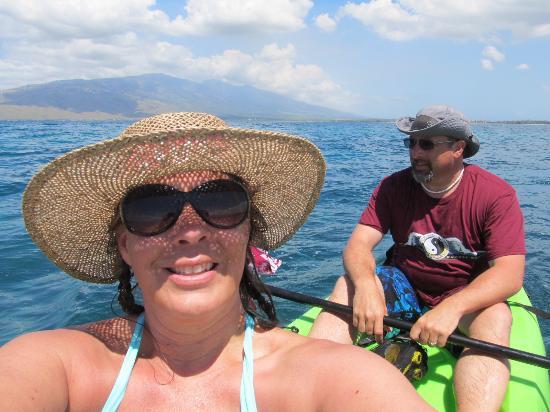 Makena Paddle Tours: Selfie on the kayak!