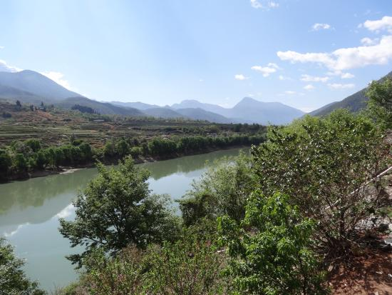 Tiger Leaping Gorge (Hutiao Xia): Views in the Gorge