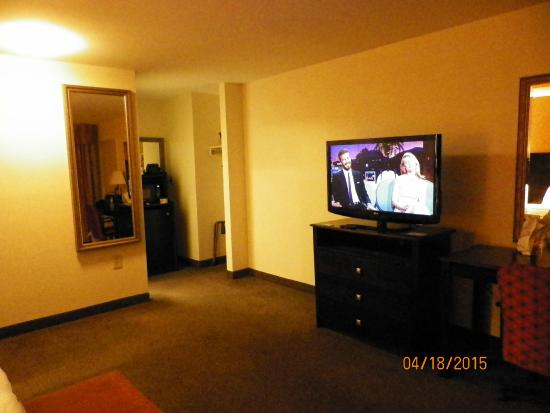 Days Hotel & Conference Center: tv, frig, microwave