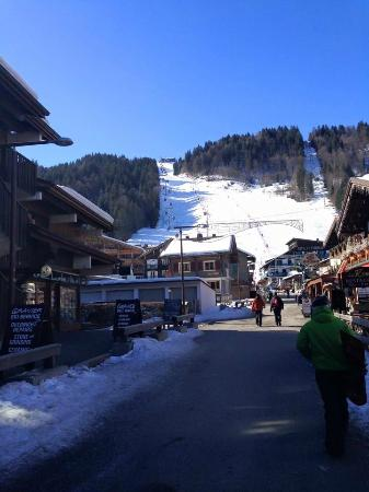 Riders Refuge - Chalet Les Pistes : The Riders Refuge is in a great location!
