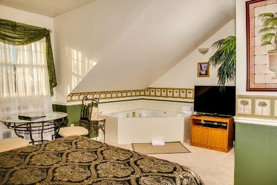 Old Rock Church Bed & Breakfast: Mediterranean Palms