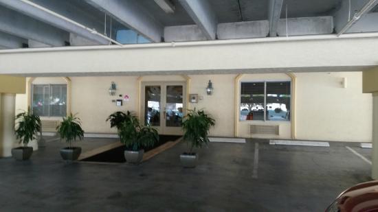 Naples Park Central Hotel: Entrance