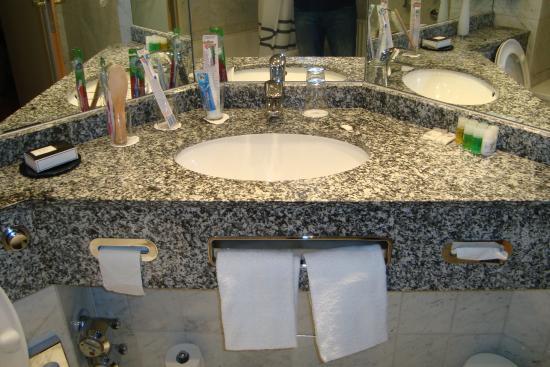 Arcadia Hotel Dusseldorf: Bathroom