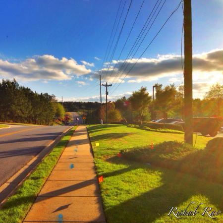 Fairfield Inn & Suites Atlanta Suwanee: My walk from the hotel to the restaurant next door.