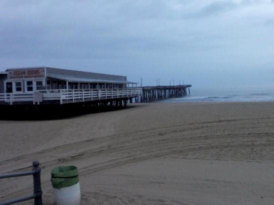 Beach Carousel Motel : Virginia Beach Fishing Pier