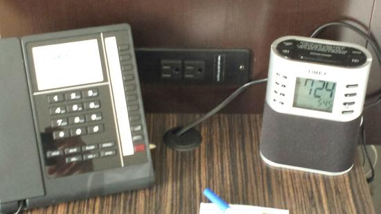 Holiday Inn Express Jackson/Pearl International Airport: convenient outlets