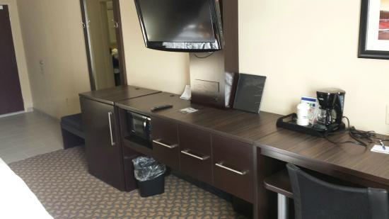Holiday Inn Express Jackson/Pearl International Airport: basic room layout