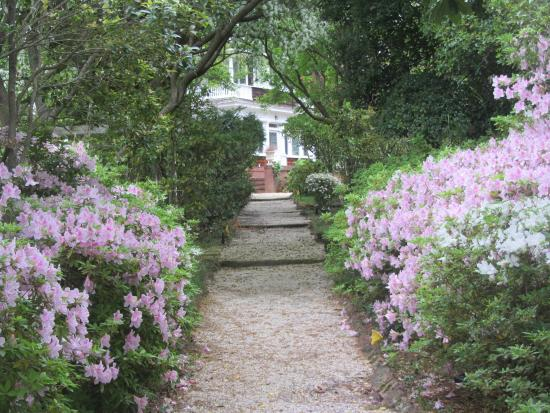 Rose Hill Estate: Beautiful gardens surrounding the main house