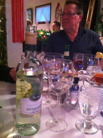 Finelli's Italian Villa : Had delicious Moscato with dinner!
