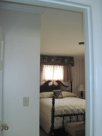 The Sparhawk Oceanfront Resort: King bedroom