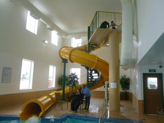 Quality Inn & Suites: INDOOR Pool and slide