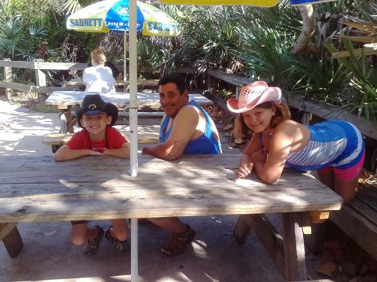 Billie's on the Beach: Love the eating area, reminds me of the Keys.
