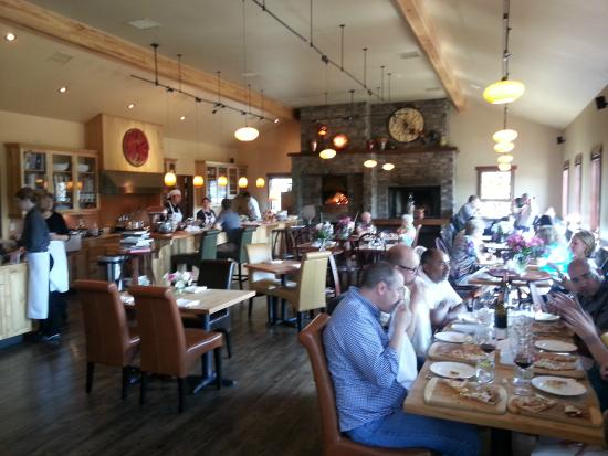 Wine o'Clock : Inside eatting area