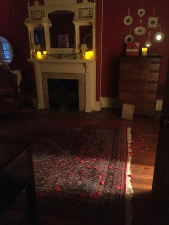 Akwaaba DC: Rose petals & candles in the Zora Neale Hurston Suite